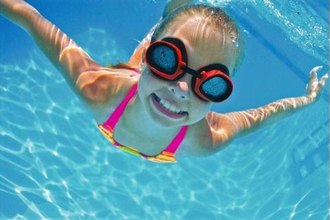 Los beneficios de la natación en los niños