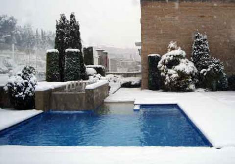 ¿Dejar la piscina en funcionamiento o hibernar?