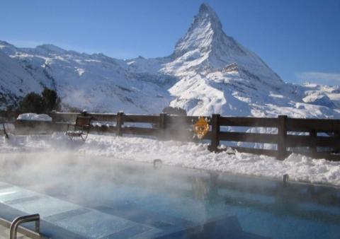 Cómo evitar que el agua congelada dañe tu piscina