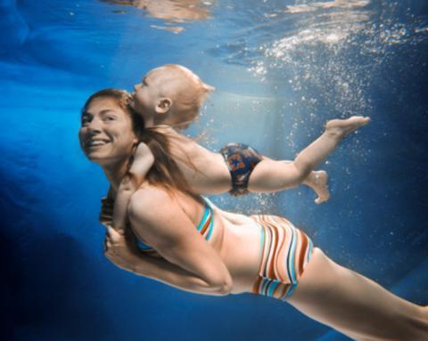 La matronatación. El primer contacto del bebé con una piscina