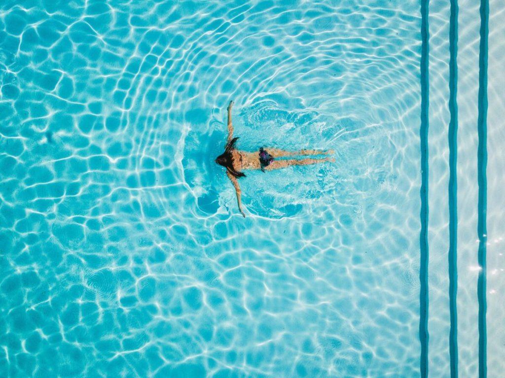 puesta a punto de la piscina en verano