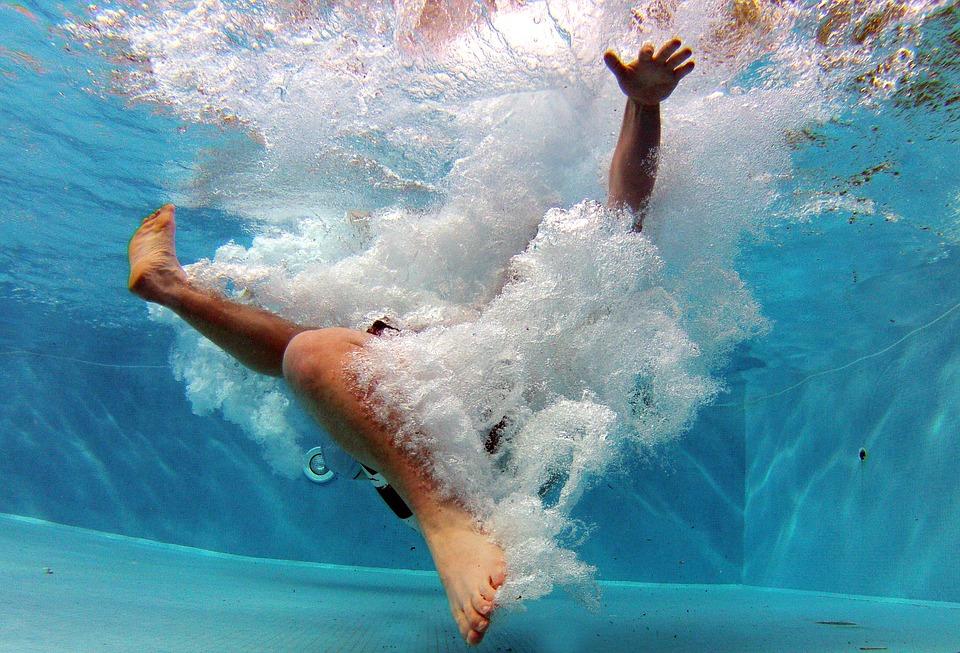 Problemas, causas y soluciones comunes en el mantenimiento de la piscina